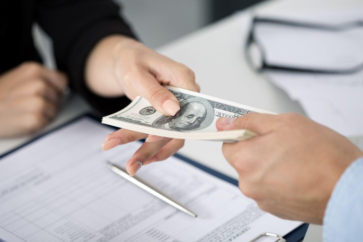 Attenzione a tenere i soldi in banca: ciò che può accadere è assurdo